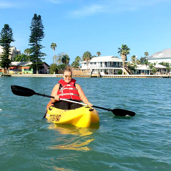 A weight loss camp client getting out on the water in a kayak during her stay at Weight Crafters.